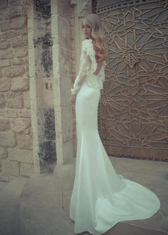 sexy backless open back wedding dresses with lace flounce back and split front