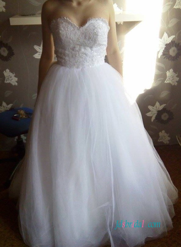 H1225 White sweetheart neckline tulle ball gown wedding dress