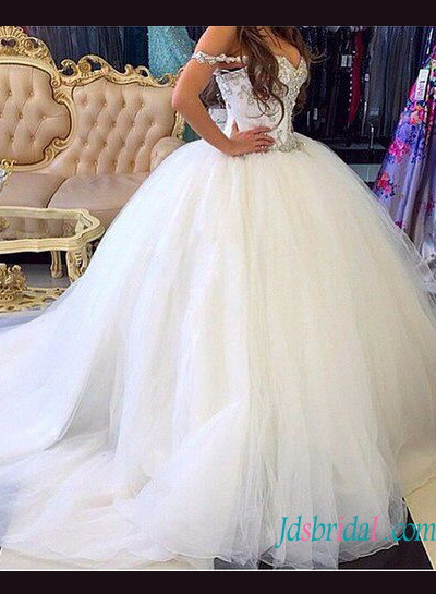 H1230 Beautiful full princess tulle ball gown wedding dress