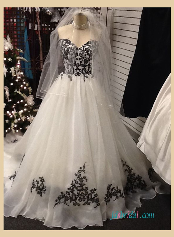 H1231 Strapless Black And White Organza A Line Wedding Dress