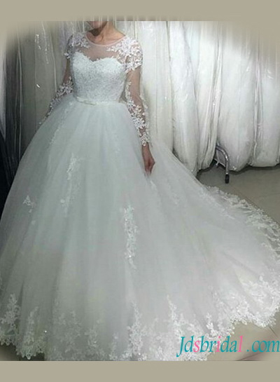 H1236 Beautiful long sleeved tulle lace appliqued wedding dress