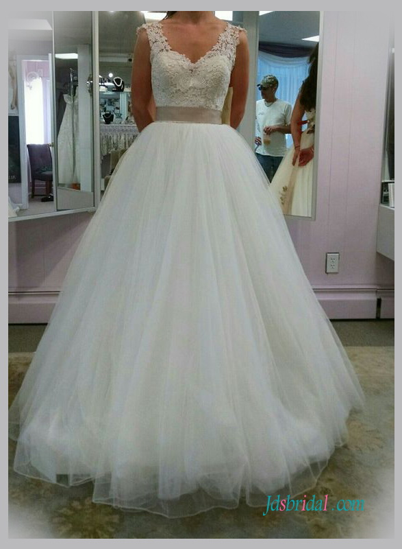 H1332 Simply strappy lace bodice tulle ball gown wedding dress