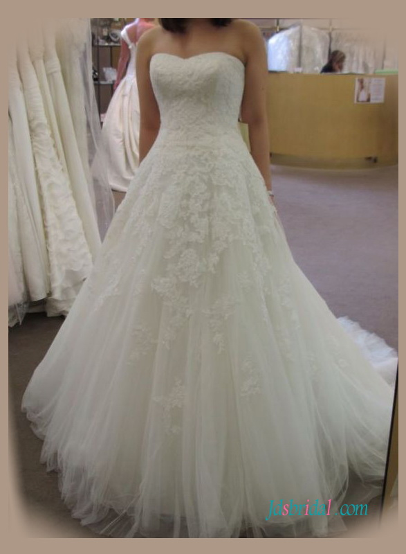 H1365 Gorgeous lace strapless ball gown wedding dress