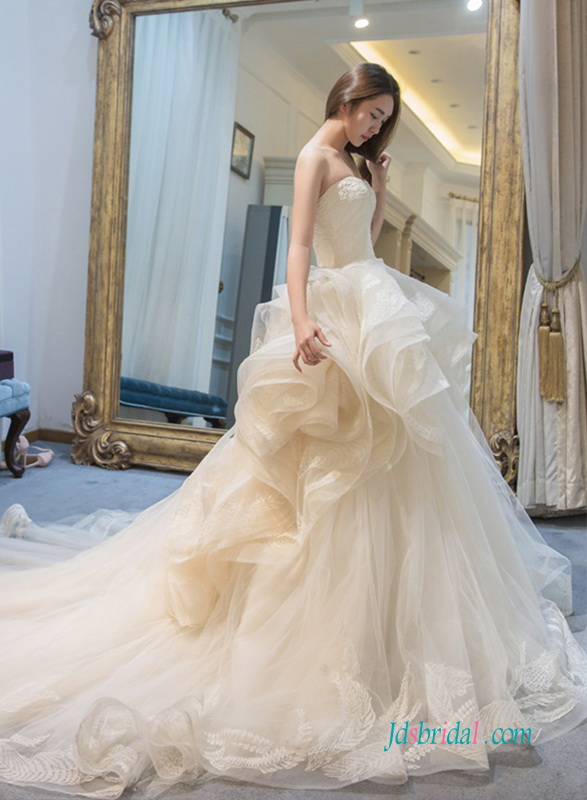 Luxury Full Ruffles Tulle Champagne Colored Strapless Wedding Ball Gown Dress