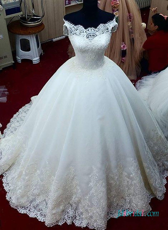 Fairytale Organza Ball Gown Princess Wedding Dress With Illusion Lace Bateau Neck Top