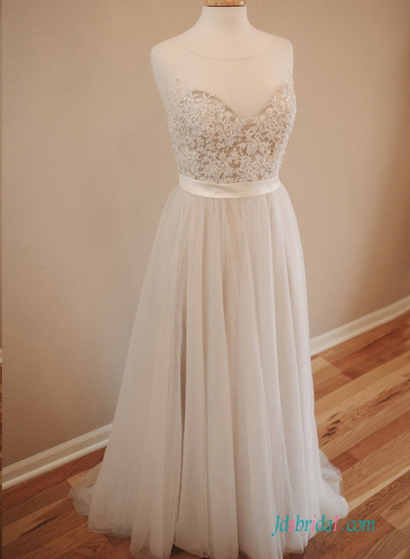 H1517 Romance delicate beaded lace tulle flowy wedding dress