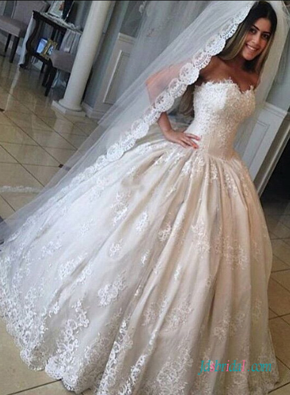 H1565 Inexpensive Vintage Princess lace ball gown wedding dress