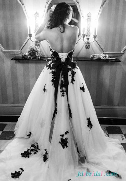 H1653 Beautiful black and white plus size wedding dresses :