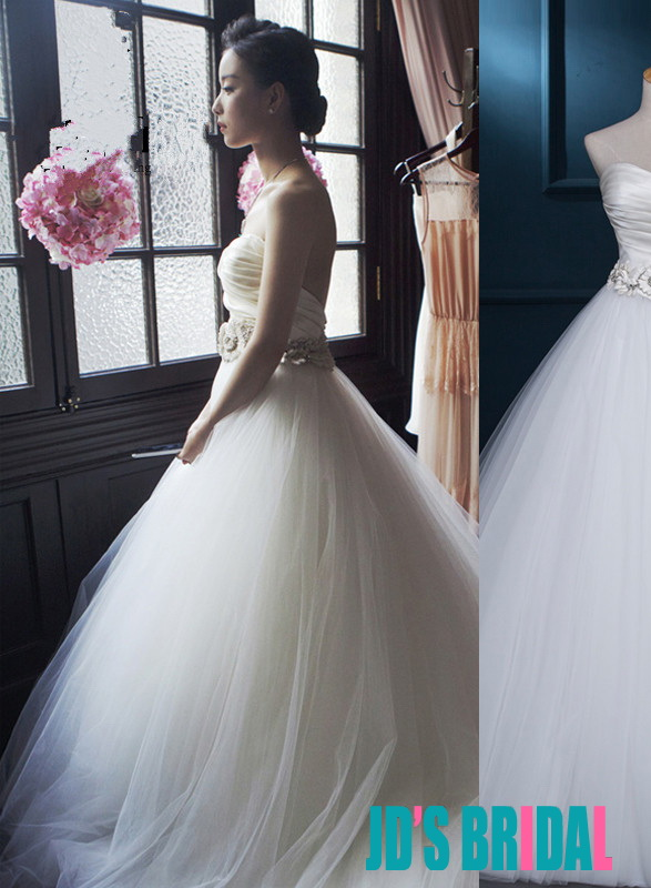 H1687 Simple elegant sweetheart neck tulle ball gown wedding dress