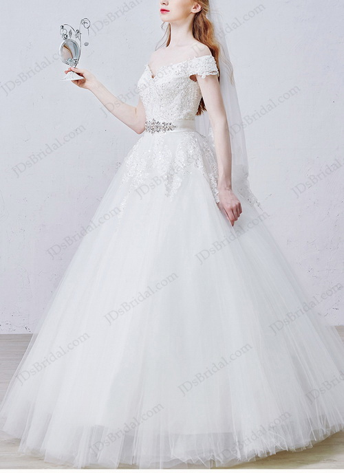 2016 new cheap off shoulder lace detailed princess tulle ball gown wedding dress in floor length under $400