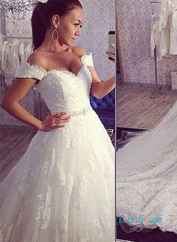 H1006 The most beautiful off the shoulder princess lace wedding dress