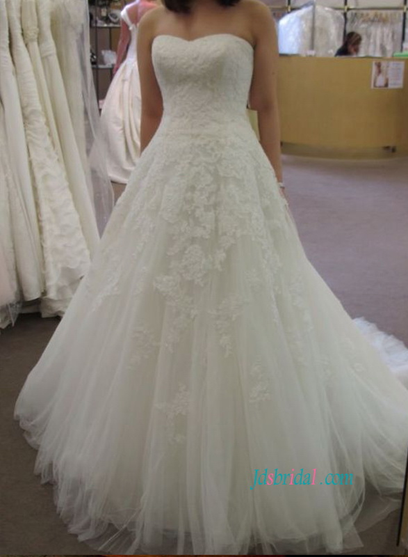 H1082 Beautiufl strapless lace bodice tulle princess wedding dress