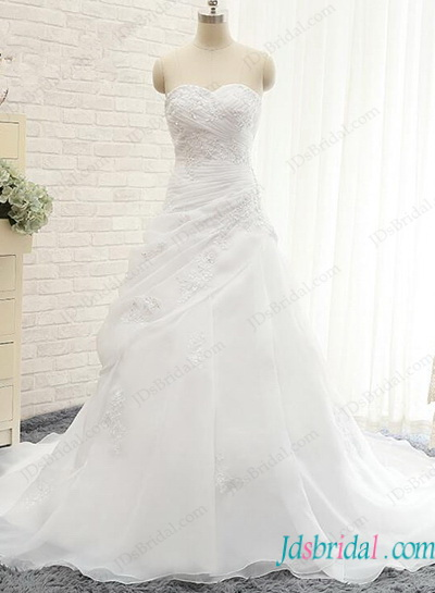 Romance white organza ball gown wedding dress with sweetheart neckline