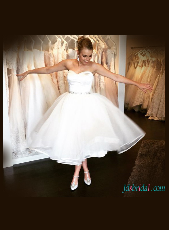 simple sweetheart neckline plain organza vintage inspired wedding dress in tea length
