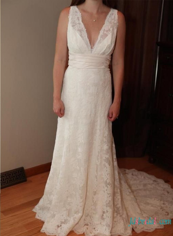 H0743 Sexy plunging lace sheath wedding dress with train