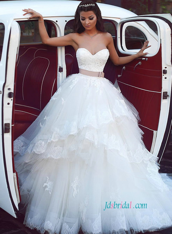 H0804 Romantic Sweetheart neckline tulle ball gown wedding dress
