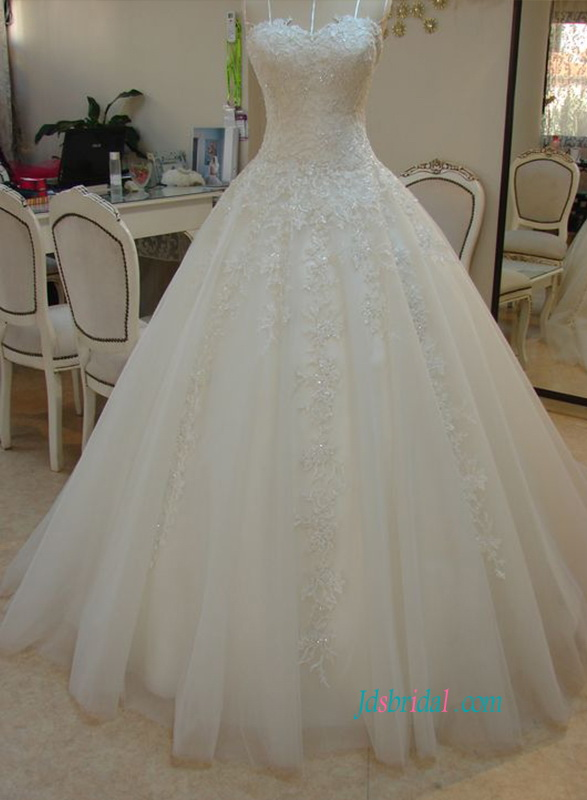 H0806 Beautiful tulle ball gown sweetheart neckline wedding dress