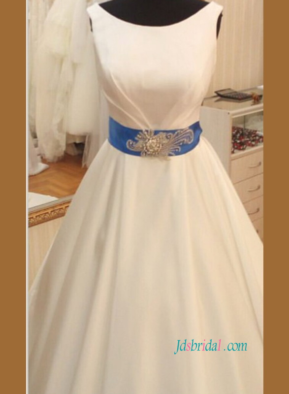 H0812 Simply white scoop neckline satin wedding ball gown with blue belt