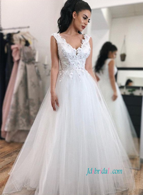 6bd47cd8 H0816 Beautiful strappy v neckline tulle ball gown wedding dress :