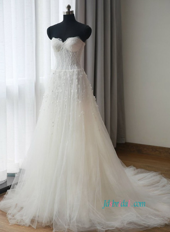 H0833 Romantic beading bodice tulle ball gown wedding dress