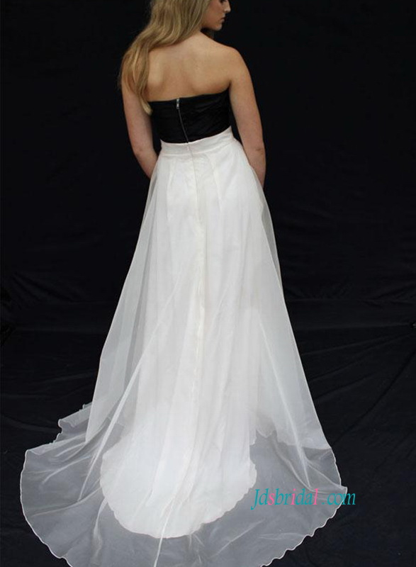 H0861 Simply sweetheart neckline black and white wedding dress