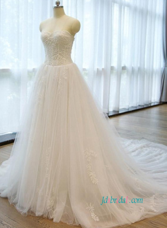 H0863 Soft tulle ball gown sweetheart neckline wedding dress