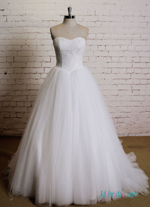 H0536 Simply sweetheart neckline tulle ballgown wedding dress