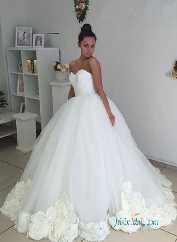 H0627 Romance rosette bottom ball gown wedding dress