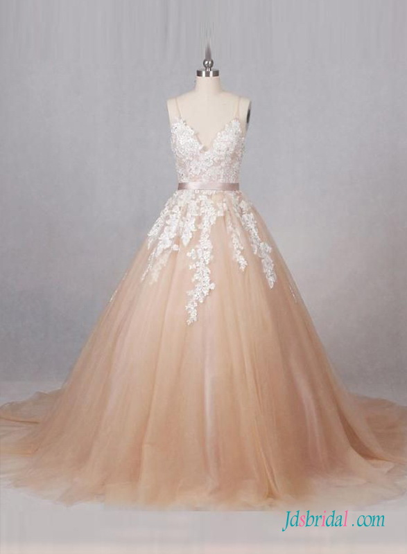 H0670 Vintage colored Ivory lace ball gown wedding dress