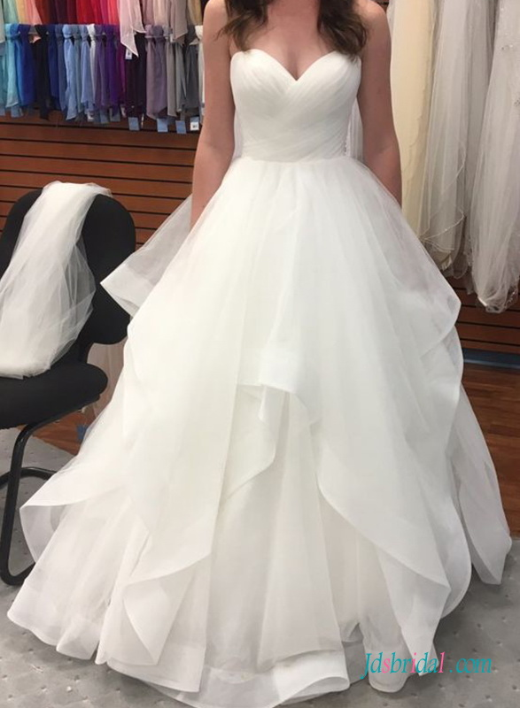 H0731 Beautiful sweetheart neckline organza ball gown wedding dress